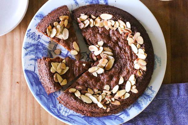 20140907-almond-cake-whole-finished-jennifer-latham.jpg