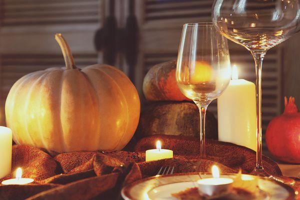 201501101-thanksgiving-wine-shutterstock-table.jpg