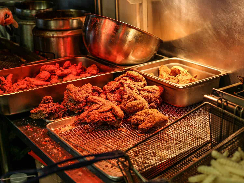 20141016-hattie-b-hot-chicken-justin-chesney-1021.jpg