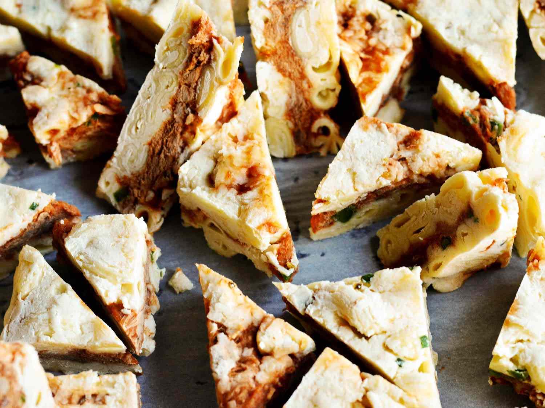 20150521-Cornbread-Coated-Mac-N-Cheese-Pulled-Pork-Triangle-Pieces-Morgan-Eisenberg.jpg