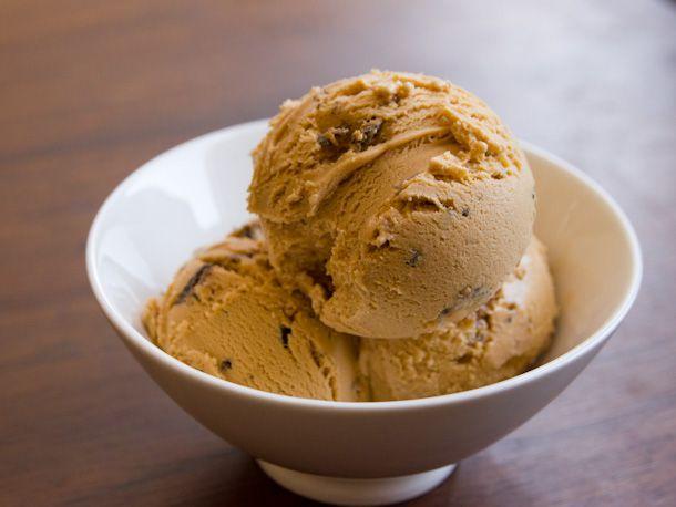 20130312-dulce-de-leche-ice-cream.jpg