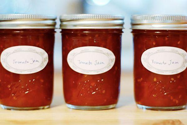 tomato jam in mason jars