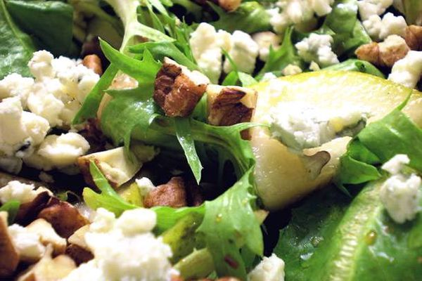 20110509-150554-salad-pecans-pears-honey-balsamic.jpg