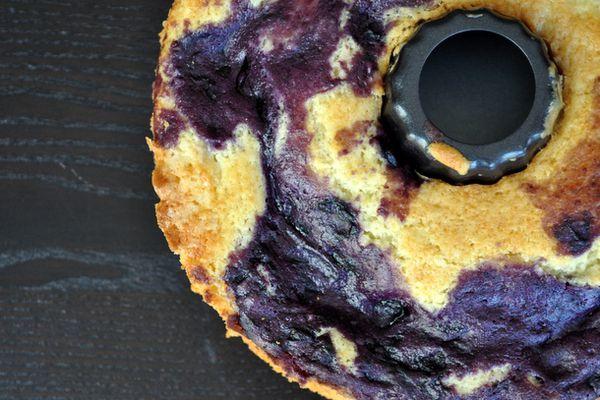 20120802-wakeandbake-blueberry-marble-coffee-cake.JPG