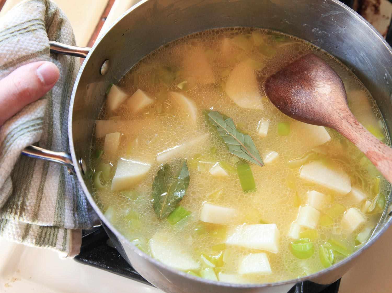 20150105-potato-leek-soup-recipe-03.jpg