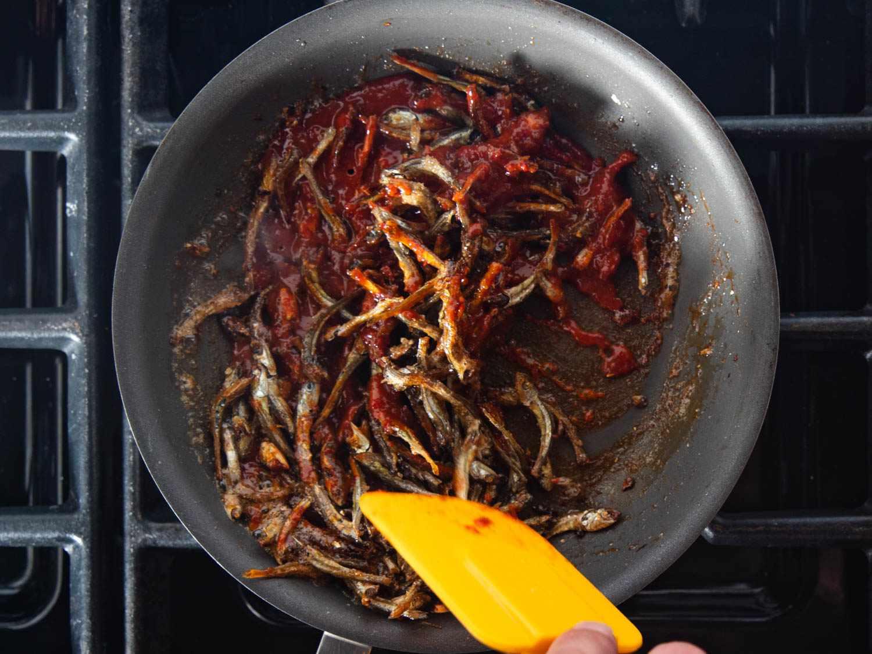 20200224-MYEOLCHI-BOKKEUM-Stir-fried-anchovy-banchan-vicky-wasik-6