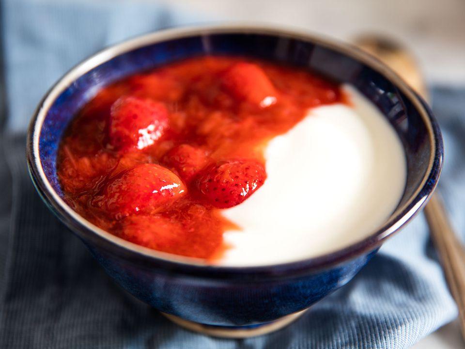 20160520-strawberry-rhubarb-compote-vicky-wasik-3.jpg