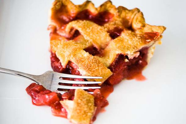 20120529-195206-strawberry-pie-610x458-1.jpg