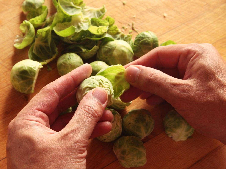 20141022-brussels-sprouts-salad-hazelnut-bacon-2.jpg