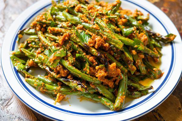 20200926-Dry-Fried-green-Beans-Romesco-sauce-daniel-gritzer-2