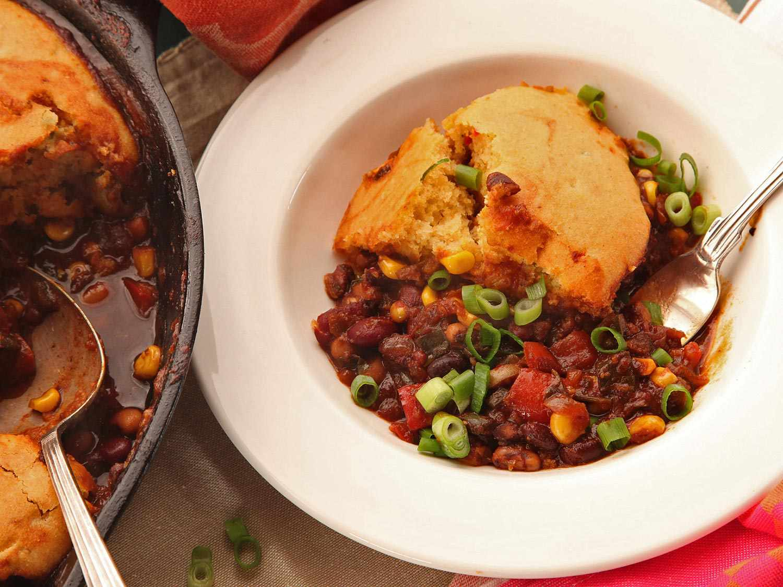 20150207-vegan-tamale-pie-chili-cornbread-crust-recipe-8.jpg