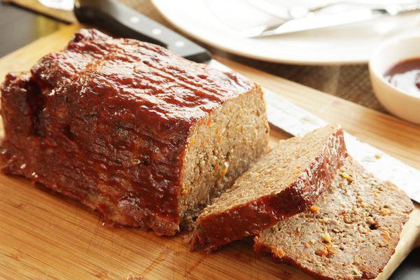 sliced meatloaf on cutting board
