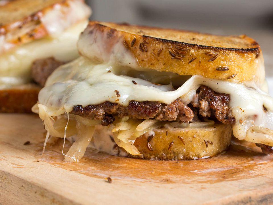 20140728-burger-topping-week-ruben-burger-vicky-wasik-2.jpg