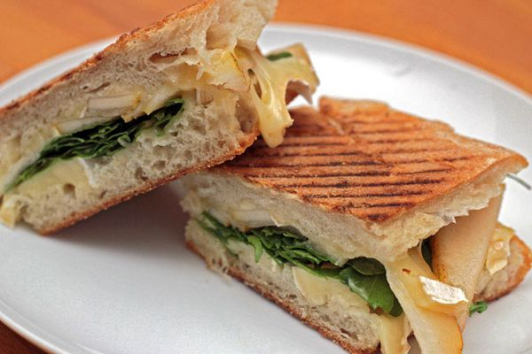 20120105-dt-pear-brie-and-arugula-panini-primary.jpg