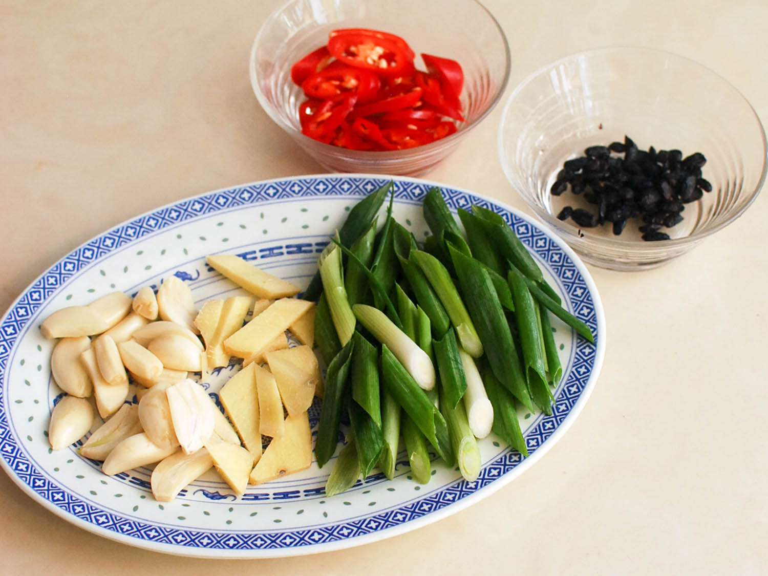 20140617-stir-fry-tripe-with-pickled-mustard-greens-and-fermented-black-beans-shao-zhong-1.jpg
