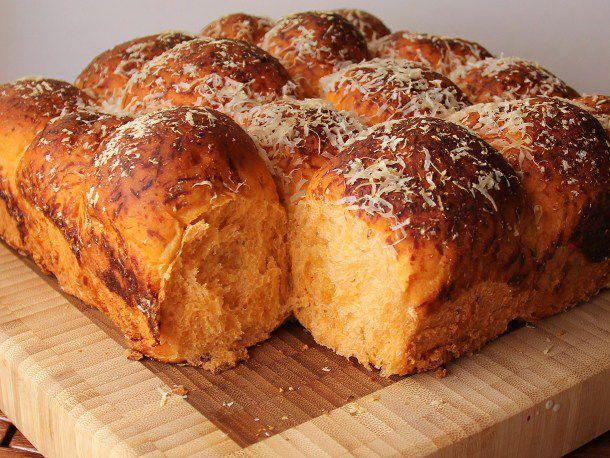 20120605-209034-bread-baking-pizza-buns.jpg