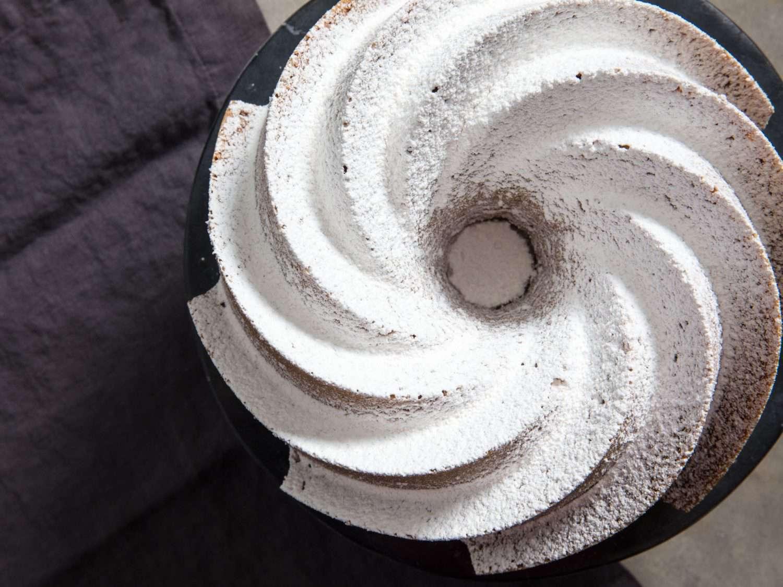 bundt cake with powdered sugar