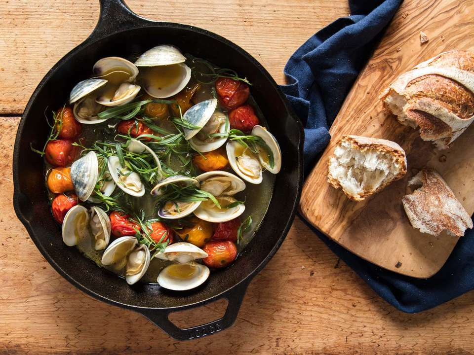20180726-MHT-broiling-tomato-clams-final-closeup-vicky-wasik-13-