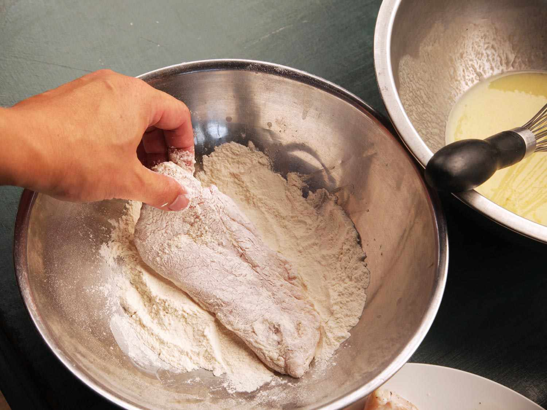 Dredging chicken breast in flour