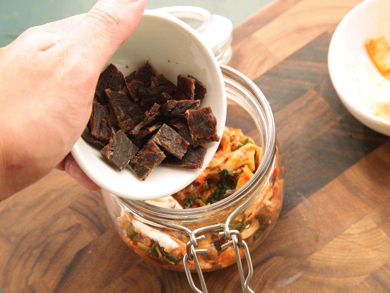 20140929-instant-noodles-diy-recipe-kimchi-beef-05.jpg