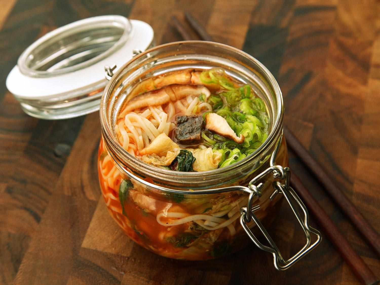 20140929-instant-noodles-diy-recipe-kimchi-beef-16.jpg