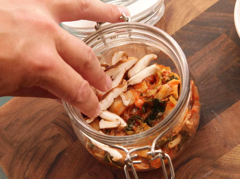 20140929-instant-noodles-diy-recipe-kimchi-beef-04.jpg