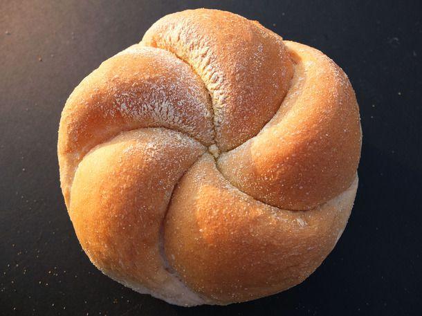 20140508-ny-bread-glossary-kaiser-roll.jpg