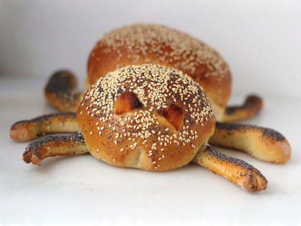 20121030-bread-baking-spider.jpg