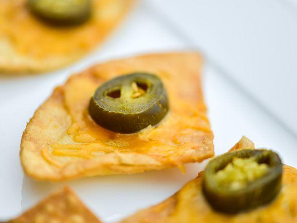 20140425-291070-texas-nachos-single-chip.jpg