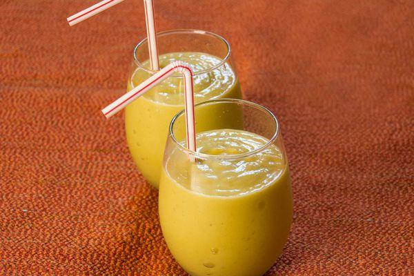 20140625-avocado-mango-smoothie-lauren-rothman-Edit.jpg