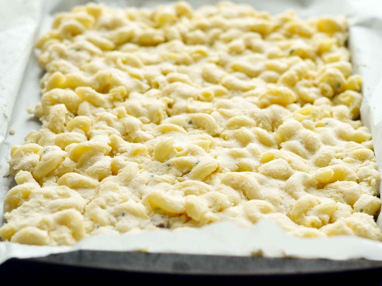 20150521-Cornbread-Coated-Mac-N-Cheese-Pulled-Pork-Outside-Layer-Morgan-Eisenberg.jpg