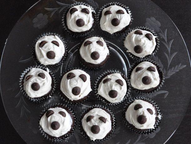 20111025-seriousentertaining-halloweentreats-ghostlycupcakes.JPG