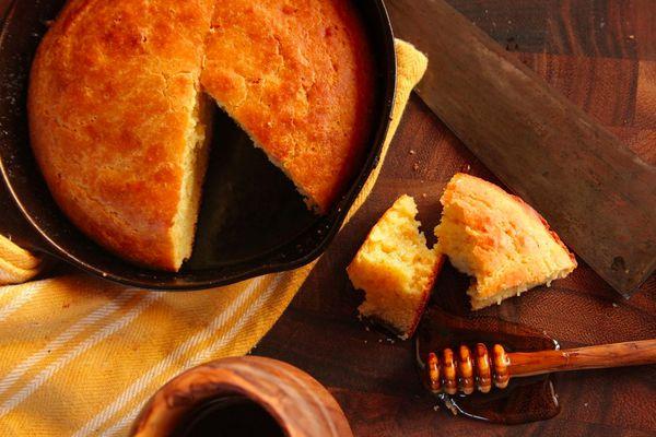 201501-brown-butter-cornbread-kenji-lopez-alt.jpg