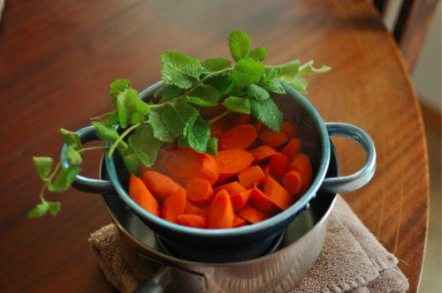20111226-185245-cooked-carrots-mint.jpg