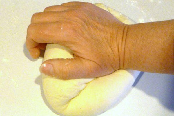 20100215-protip-kneading-by-hand.JPG