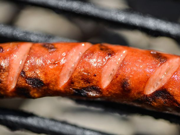 20140508-292404-how-to-grill-hot-dogs-direct-heat-slashed.jpg