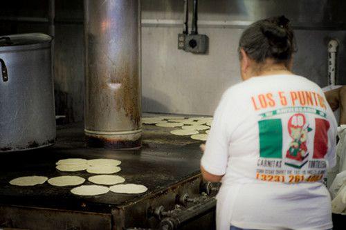 042812-203798-los-cinco-puntos-tortilla-grill.jpg