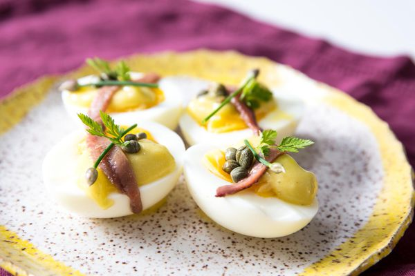20180525-deconstructed-deviled-eggs-vicky-wasik-1