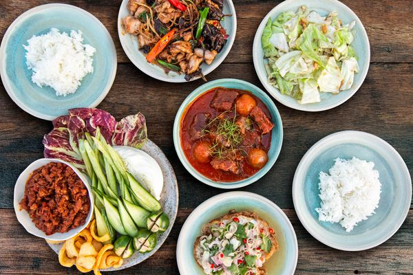 20201030-thai-table-full spread-derek-lucci-2