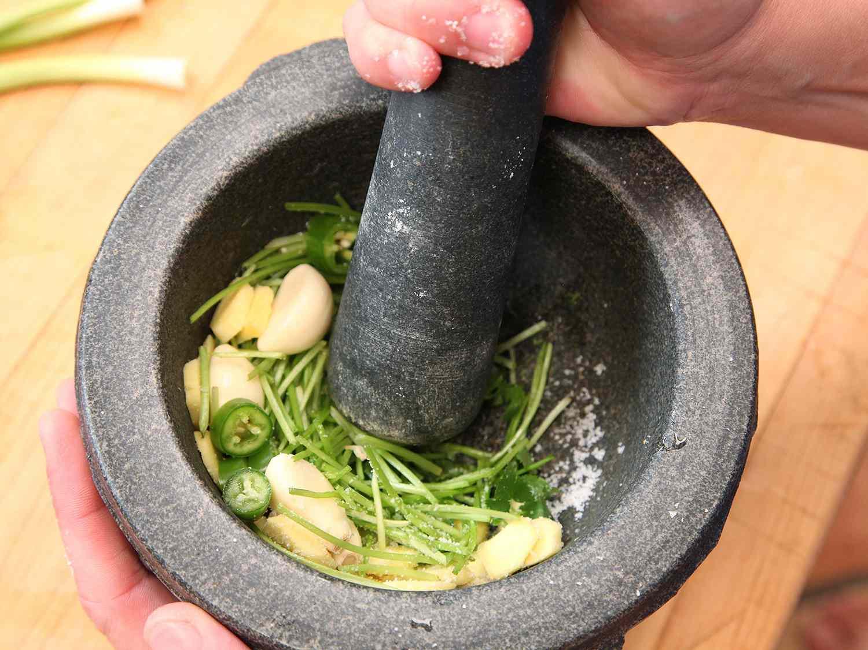 20160309-peanut-sweet-potato-kale-coconut-soup-stew-03.jpg