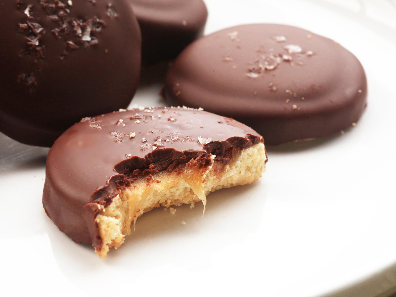 20141207-shortbread-cookie-caramel-chocolate-twix-recipe-18.jpg