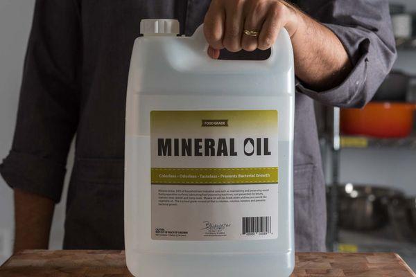 20180822-mineral-oil-bottle-liz-clayman-1