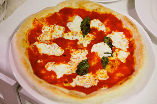 20100909-pizzology-neapolitan-pizza-pale.png