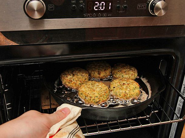 20130326-crab-cakes-26.jpg