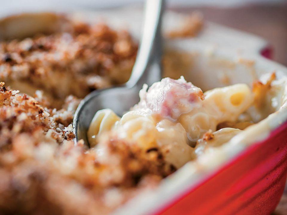 20140711-pitt-cue-cookbook-hog-mac-n-cheese-paul-winch-furness-garrett-ziegler.jpg