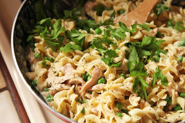 20140904-tuna-noodle-casserole-skillet-easy-food-lab-6.jpg