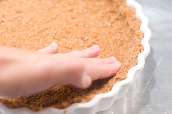 08012011-163787-recipe-oat-crumble-crust-610x458-4.jpg