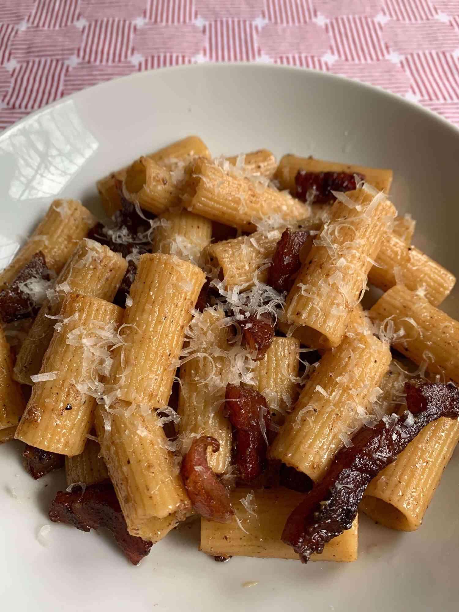 bowl of pasta alla gricia