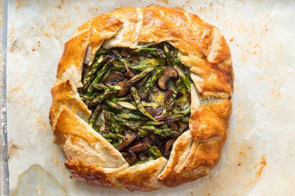 20190426-savory-spring-vegetable-galettes-vicky-wasik-leeks-asparagus-mushroom-fontina7