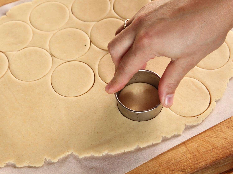 20141207-shortbread-cookie-caramel-chocolate-twix-recipe-06.jpg